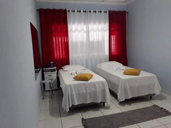 Suite PRIVADA com banheiro exclusivo 2 camas