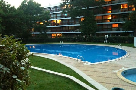 Residence with  Pool, Tennis, Woods - La Celle-Saint-Cloud - Huoneisto