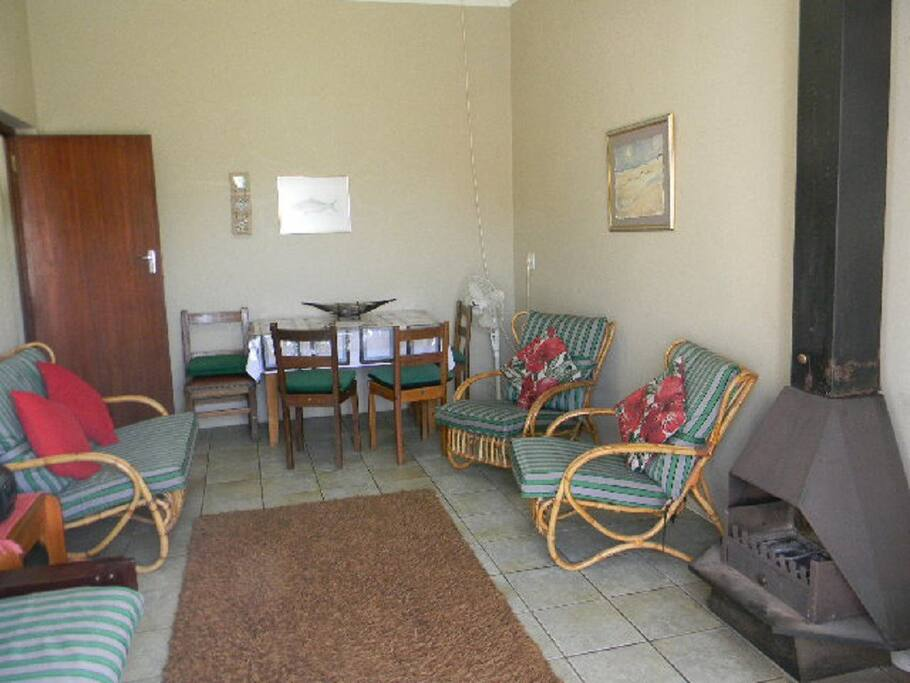 Lounge with dining room table