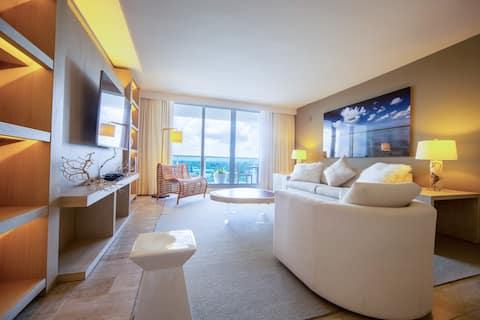 New Luxury Beachfront Hotel 1 Bed/ 1.5 Bath Condo