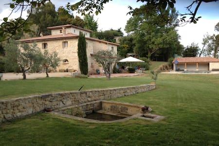 chambres d'hôtes avec piscine et tennis priv - Beaucaire - Aamiaismajoitus