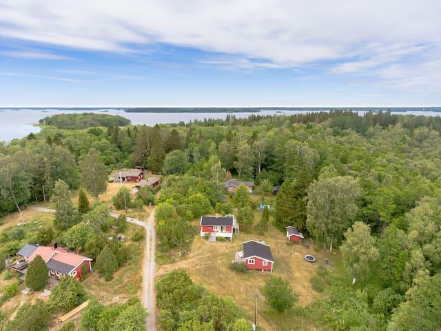 Skärgårdshus i söderläge med sjöglimt på Gräskö