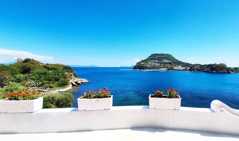 Romantica finestra sul Mare