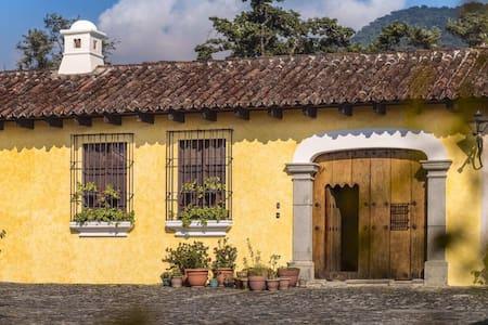 Double Room - Casa Rita - Antigua Guatemala - Dom