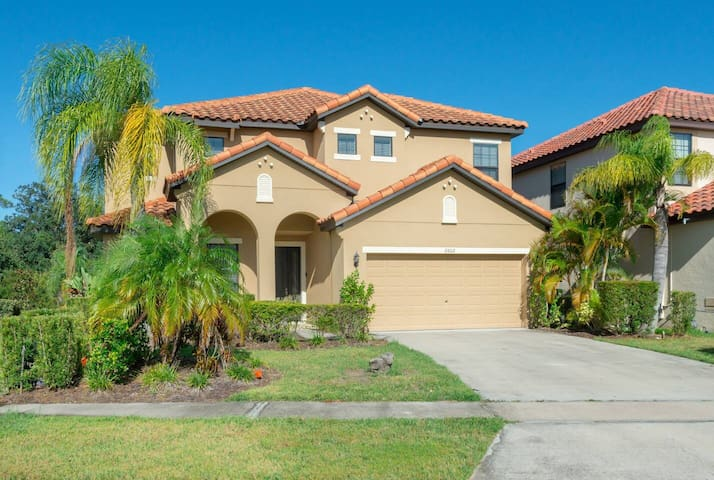 Near Disney - 6BR Family Mansion - Private Pool/Resort Access!