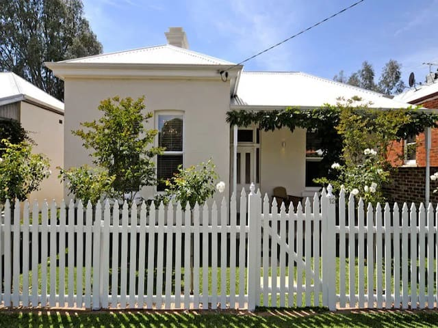 1900's character home on edge of the Swan Valley