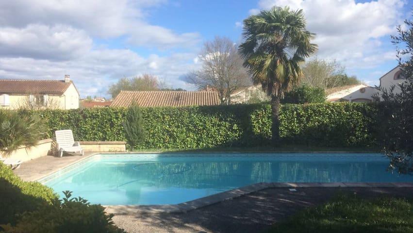 Studio calme avec piscine à 10 mn  de Toulouse - Pechbonnieu - Apartamento