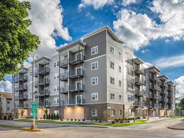 Brand New 3 bedroom Apt. W/ Parking - Urbana - Flat