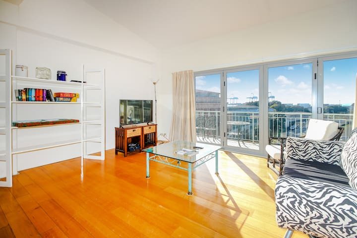 Sunny room in CBD. What are you waiting for?