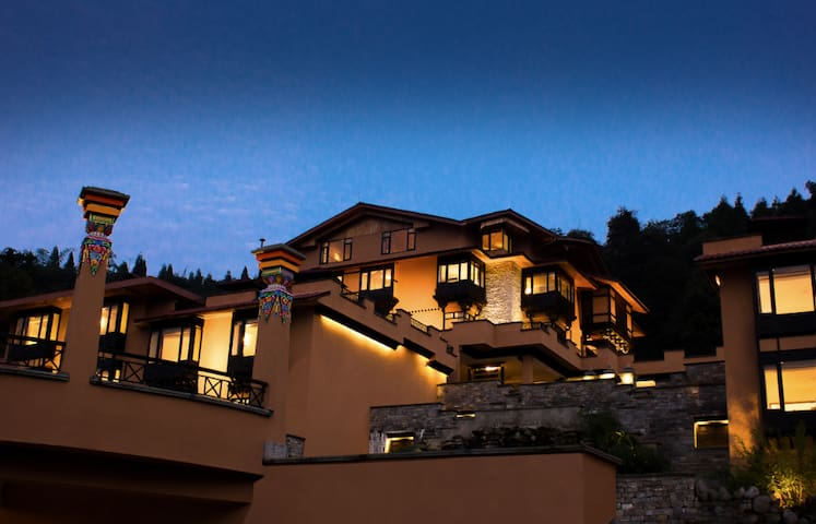 The Chumbi Mountain Retreat- Raj Suite - Pelling - Bungalow