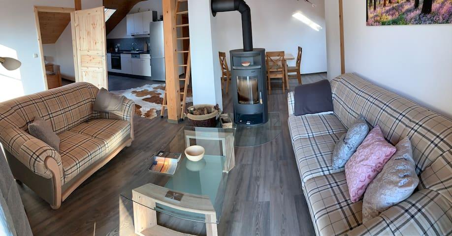 Lichtdurchflutete Ferienwohnung mit Bergblick