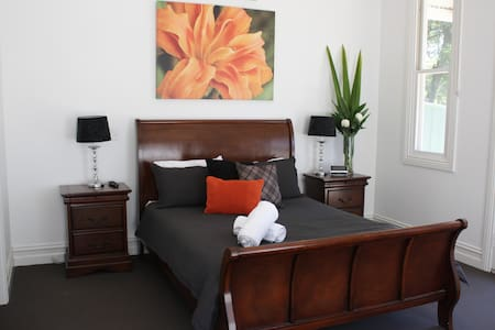 Spacious self contained house - Bendigo - Dom
