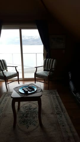 Carriage house... spectacular views. - Peachland - Outro