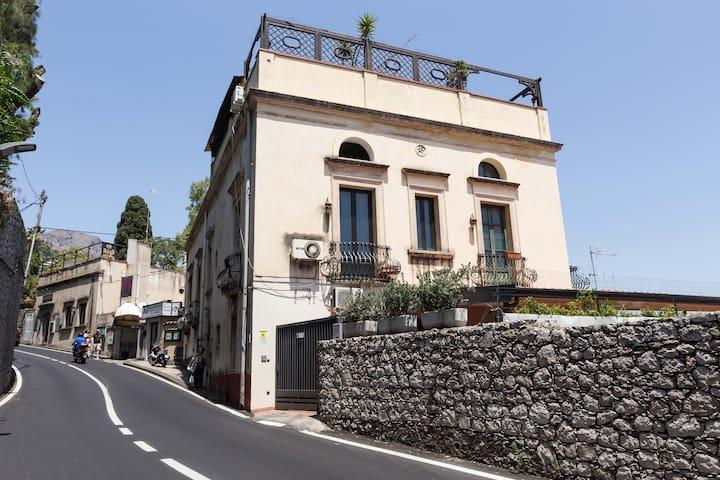 """Casa Indipendente """"Terra Mia Taormina"""""""