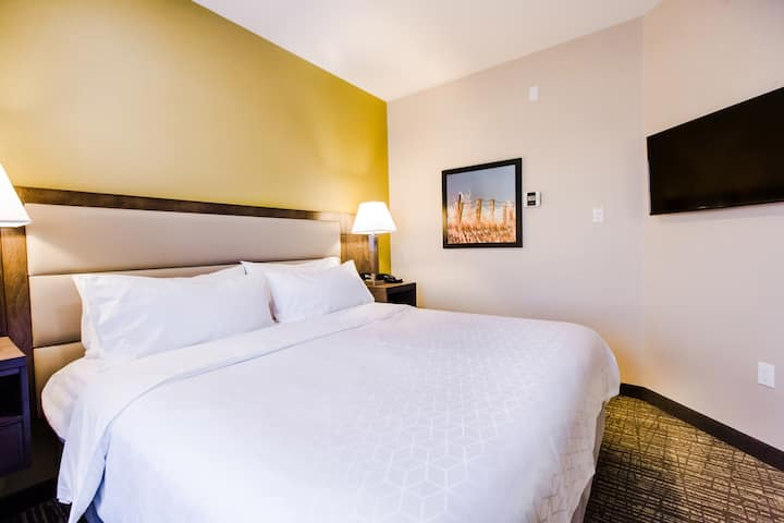A Kitchenette Suite close to West Edmonton Mall