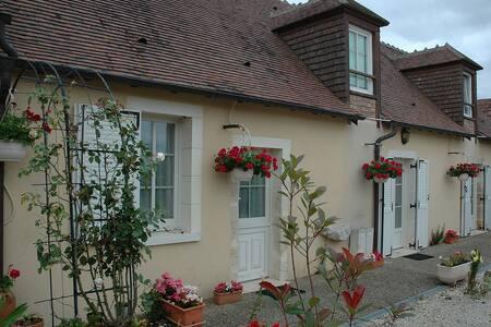 Gîte rural Le Poireuil à Venesmes - Haus