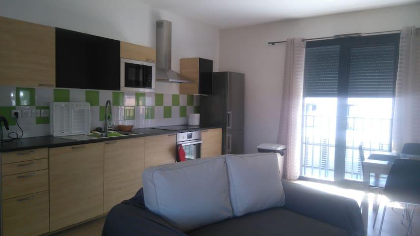 appartement entièrement neuf au coeur du village - Saint-Maximin-la-Sainte-Baume - Byt