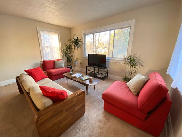 Spacious Recently Renovated Apartment