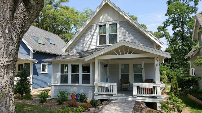 The Gecko House, Walk to beach, Sleeps 12 - New Buffalo - Chalet