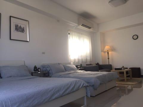 獨棟全新House 挑高4人房含客廳大空間 近台中高鐵站 星級飯店規格  獨立衛浴 高CP值