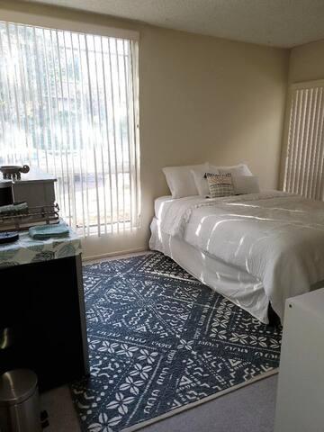 A Quiet & Cozy Room