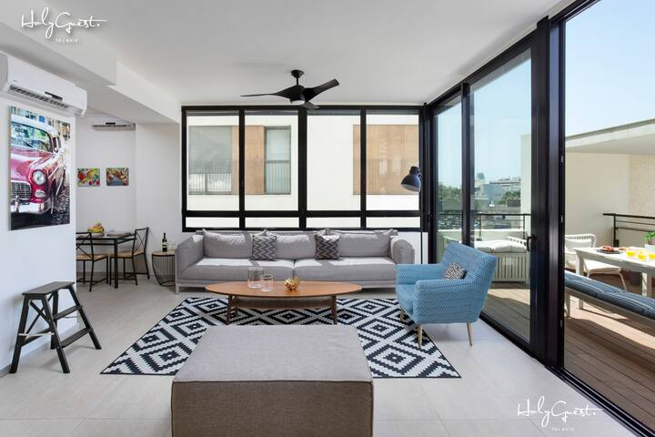 Huge 3BR Penthouse by HolyGuest