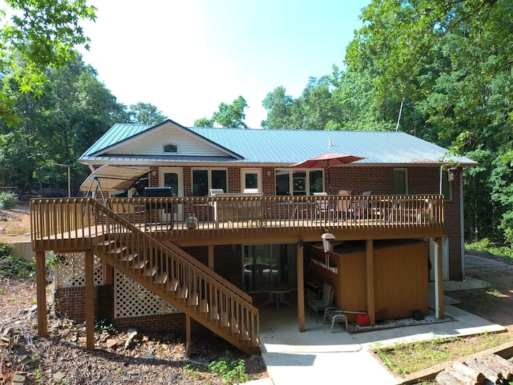 Lake home with covered dock! 22 miles from Clemson