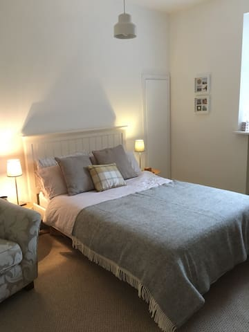 Beautiful Room in Historic Town - Linlithgow - Apartament