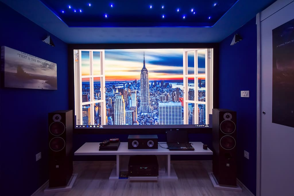 Home theater with +300cm screen