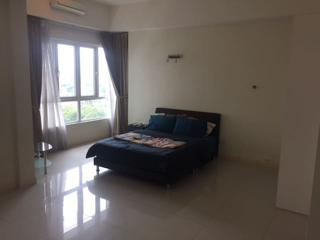 Central location secure private apartment+Pool/Gym