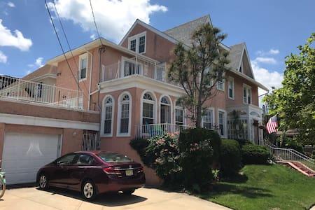 Historic fully modernized beach block house (3of3)