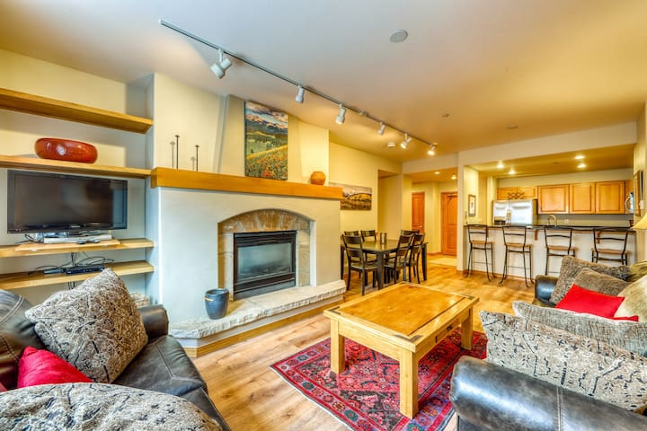 Newly remodeled ski-in/ski-out condo w/river-view balcony. Shared pool & hot tub