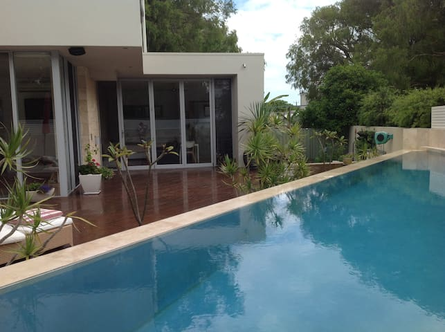 Deluxe studio apartment so close to town and beach - Dunsborough