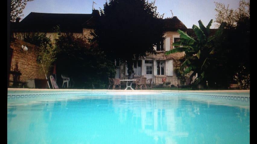 Grande maison de village - Lucy-sur-Yonne - Huis