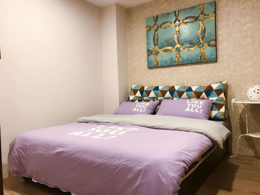 主卧室双人床(190×150cm)