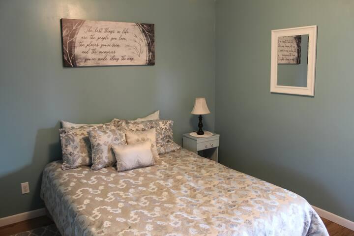 Cozy Eureka Apartment