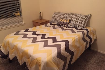 One Bed&bath Close to Kyle Field - 아파트