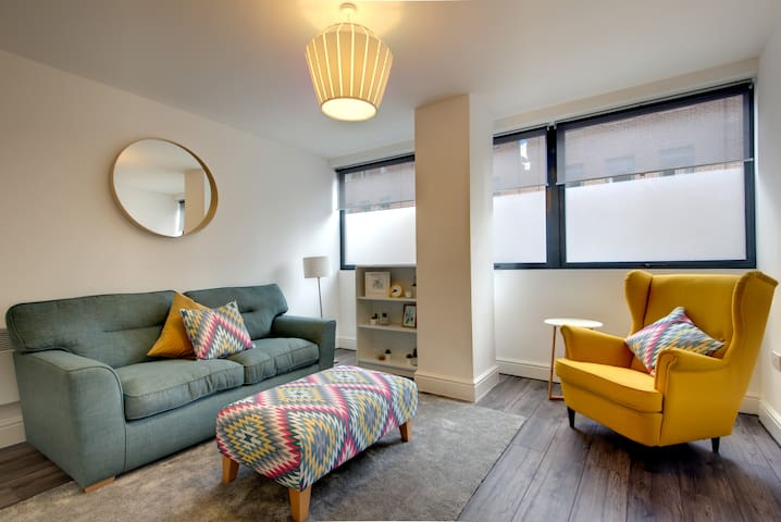 Stylish Sheffield City Spot - Sleeps 6