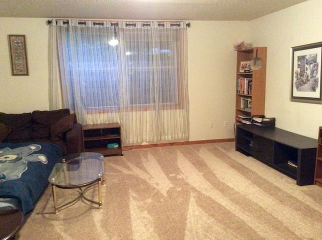 Nice two rooms in Iowa City - Айова-Сити