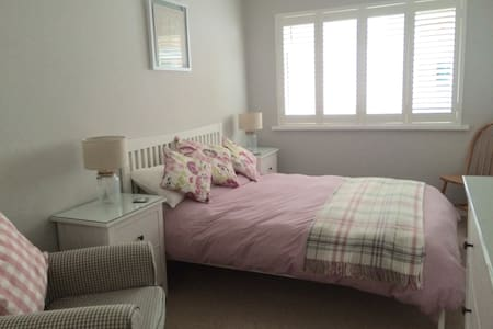 Coastal Getaway (200m from beach) with parking - The Mumbles