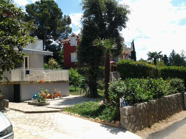 A green oasis 70m from the sea 2 - Njivice - Departamento