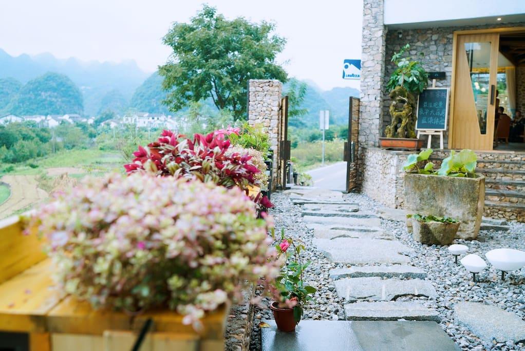 四季不同的鲜花迎宾入口
