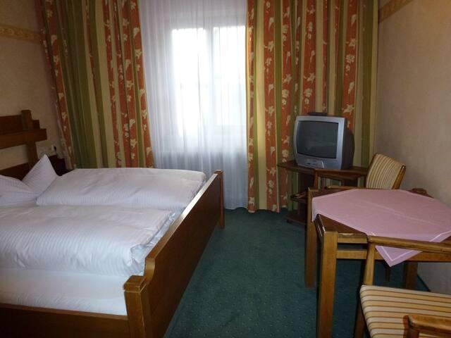 Gasthof Reif (Königstein), DI Economie