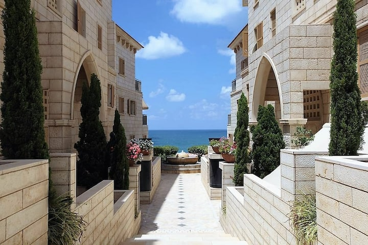 Deluxe 2-Bedroom Jaffa Dreams with Pool & Parking