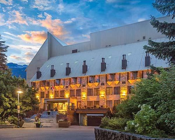 Mountainside Lodge Whistler Ski in/out Nov 16-22