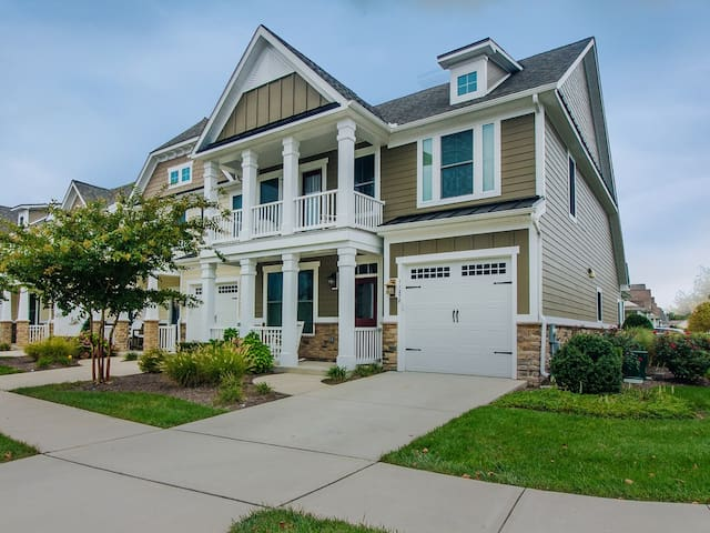 3S278: DOG FRIENDLY! Walk to the pool from this Bayside resort 3BR townhome!