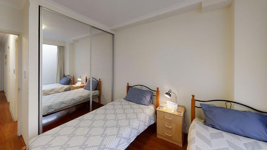 CLEAN AND SPACIOUS ROOM SHARE IN ULTIMO FOR MALE