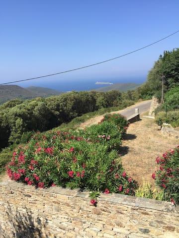Maison de village atypique au  Cap Corse  vue  mer - Ersa - House