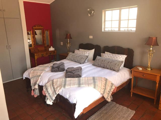 3rd bedroom with 2 single beds or push together for a king. Also a queen size futon.