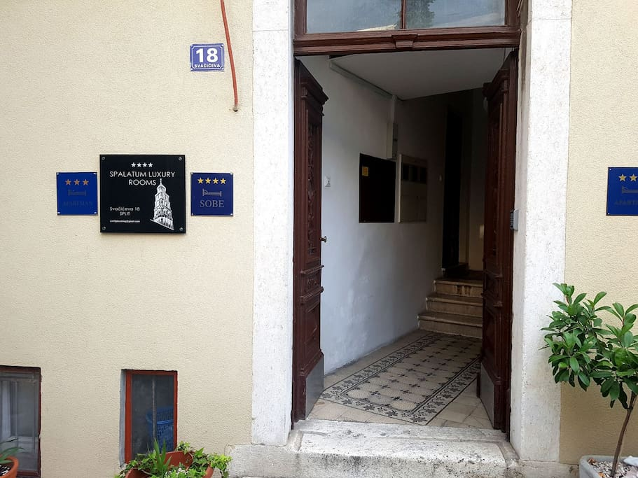 """Hostel """"Centoani"""" is located only two minutes from the city centar."""